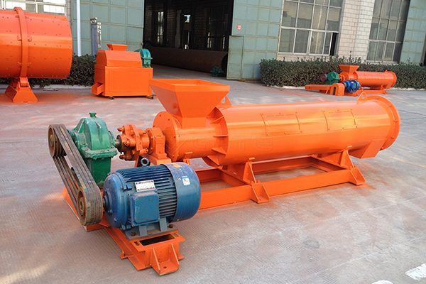 How to prevent aging and deformation of organic fertilizer equipment?