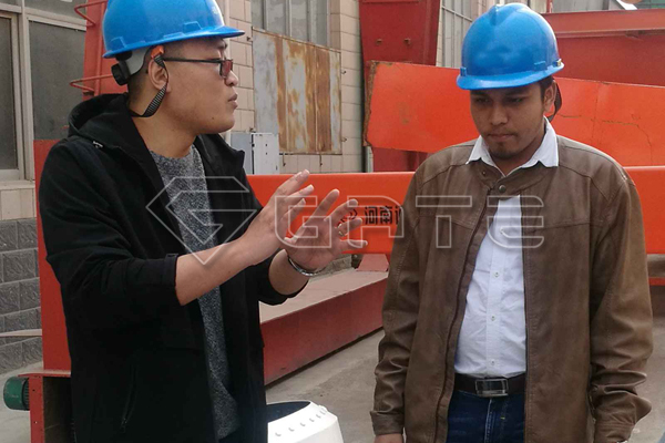 Indian customers come to visit the fertilizer drum granulator