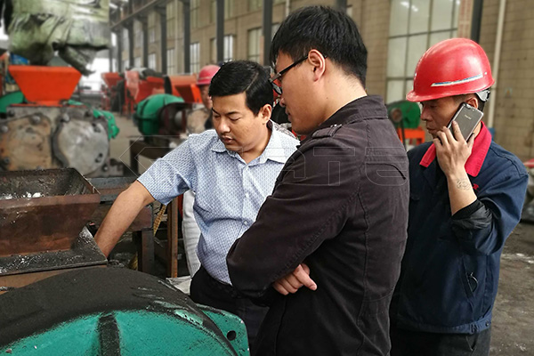 Why do Myanmar customers choose the Gate double-shaft mixer machine for fertilizer?