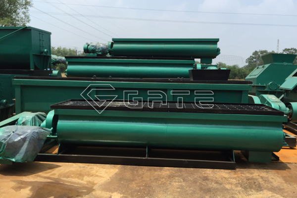 How does the organic fertilizer twin-shaft mixer work?