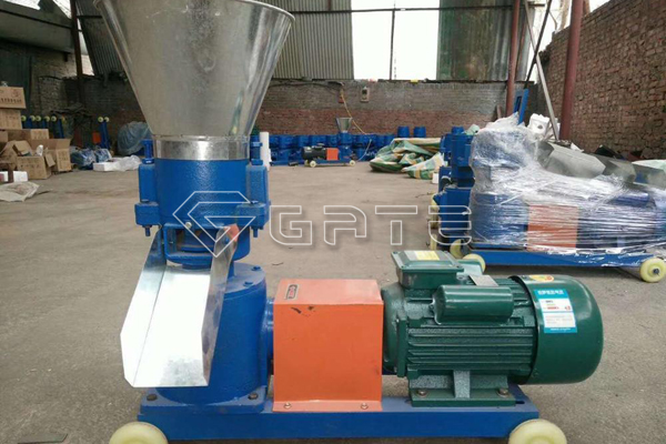 What are the precautions for using flat film fertilizer granulator?